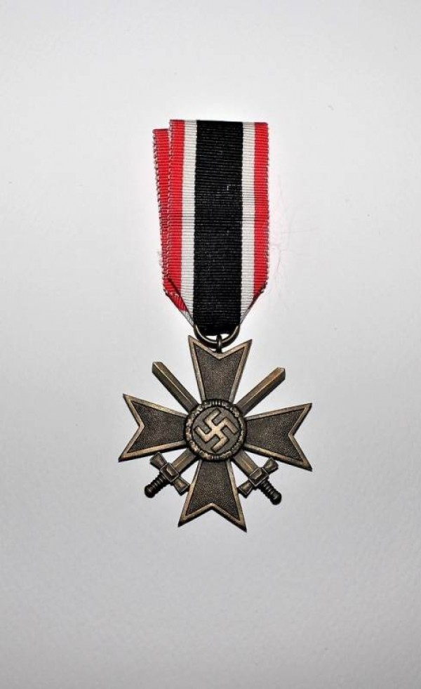 MEDAL WAR MERIT CROSS WHIT SWORD